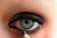 Wir lieben es unsere Augen schwarz zu schminken!